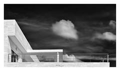 Terrassa amb vistes (Vicent Granell) Tags: granellretratscanonalgemesí arquitectura nuvols nubes bn bw mirada visió composició personal percepció