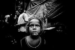 Dark (Ma Poupoule) Tags: enfant enfants children noirblanc noir biancoenero bianconero blackwhite bw nb inde india street rue regard yeux asie varanasi bénarés bénarès indian porträt portrait ritratti ritratto retrato