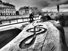 Clé de Seine (BruCampion) Tags: paris seine nb bw