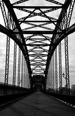 Brücke über die Süderelbe (4) / Bridge across the `Süderelbe` (4) (Lichtabfall) Tags: bw sw einfarbig blackwhite blackandwhite monochrome schwarzweiss elbe hamburg brücke bridge süderelbe elbbrücke