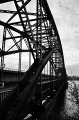 Brücke über die Süderelbe (3) / Bridge across the `Süderelbe` (3) (Lichtabfall) Tags: elbe schwarzweiss monochrome blackandwhite blackwhite einfarbig sw bw hamburg brücke bridge süderelbe elbbrücke