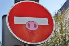 Clet_6970 avenue d'Ivry Paris 13 (meuh1246) Tags: streetart paris paris13 clet avenuedivry cletabraham panneau animaux cochon