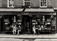 London, Verde & Co. Coffee Shop (Padski1945) Tags: monochrome monochromephotography blackandwhite blackandwhitephotography blackwhite blackwhitephotography mono verdeco london londonscenes