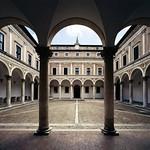 11 Лучано да Лаурано Внутренний двор палаццо Дукале в Урбино 1476-83