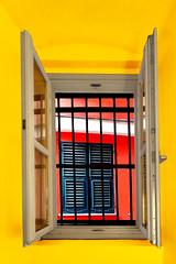 Il vicolo (meghimeg) Tags: 2019 genova finestra window persiana vicolo alley colori colors