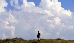 El peso de las nubes (alfonsocarlospalencia) Tags: ángel armenia nubes campo piedras verde cielo hierbas azul paraíso viento observatorio estrellas luz vida genocidio agujeros hombre soledad blanco viaje encrucijada