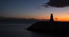 Faro amanecer (Markspitz15) Tags: canon 70d 1855mm amanecer dia sol costa mar malaga arroyo de la miel nubes cielo azul naranja amarillo espigon puerto marina horizonte