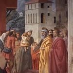 26b Мазаччо. ап. Петр раздает милостыню Капелла Бранкаччи 1427-28