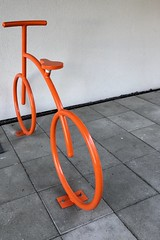 Oransje sykkel -|- Orange bicycle (erlingsi) Tags: oransje sykkel orange bicycle bergen orangecolour colour bergenbackstage
