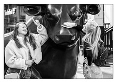 Photo opportunity (Photography And All That) Tags: girls bull bullring birmingham sculpture statue city centre blackwhite blackandwhite monochrome monochromatic monochromes sony sonyalpha7mark3 sonyalpha sonyilce7m3 streetphotography street streets candid candids whitephotoborder pose posing poses fun funny expression expressions daytime outdoors landmark smiles smile smiling glare
