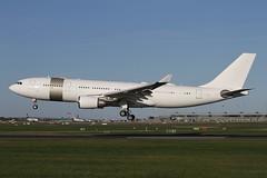 A7-HHM (moloneytomEIDW) Tags: eidw dub dublinairport a7hhm a330 airbus airbusa330 a332 qatar