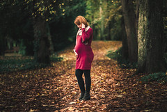 Great Expectation (HeiJoWa) Tags: portrait porträt person woman frau forest wald herbst autumn fall herblich blätter leaves samyang 85mmf18 herrnergal saarland deutschland a6000 alpha 6000 sony colors baby belly babybelly red mood atmosphäre stimmung erwartung expectaion bokeh unscharf background expectation