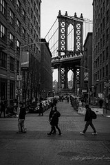 _MG_1081 (Joeffrey Sohy) Tags: brooklyn streetphotography canoneos60d tamron bw blackandwhite bridge manhattanbridge people
