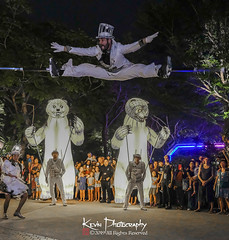 FXT28321 (kevinegng) Tags: voilah2019 gueuledours thebearsmouth singapore frenchsingaporefestival streetperformance performance danceperformance dance puppetbears puppets gardensbythebay frenchperformance nightphotography