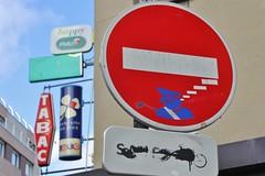 Clet_6916 place Claude Bourdet Paris 13 (meuh1246) Tags: streetart paris clet placeclaudebourdet paris13 cletabraham panneau policier