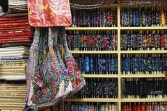 All you need for the sewing  day /  Nähsamstag (Sockenhummel) Tags: holland niederlande stoff stoffe borte fabric staphorst friesland laden geschäft shop sony rx100m4 taschen nähsamstag netherland