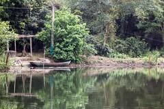 Barca solitaria (rraass70) Tags: canon d700 rio agua ninbinh deltadelriorojo vietnam