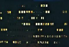 Tända fönster i A-huset (Linzen004) Tags: stockholmsuniversitet byggnad natt