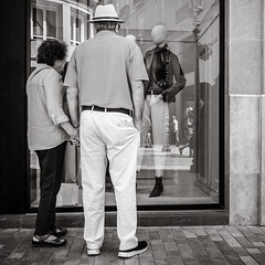 tenderness (Gerard Koopen) Tags: málaga españa spain tenderness people together woman man fashion streetfashion fashionable fashiondoll city street streetphotography streetlife dailylife reflection beauty beautiful noir blackandwhite blackandwhiteonly monochrome ricoh griii 2019 gerardkoopen gerardkoopenphotography