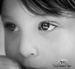 """Podría decirte tantas cosas..., pero si te fijas en la forma en la que te miro, ya deberías saberlo todo"" (Mikaelo_85) Tags: portrait retrato niño child boy blancoynegro blackandwhite portraits"