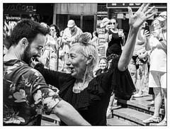 Générations feria. (francis_bellin) Tags: danse noiretblancphoto málaga andalousie streetphoto street netb photoderue feria2019 fête cité photographie joie streetphotographie espagne blackandwhitephoto monochrome blackandwhite photographederue noiretblanc olympus rue feria bw 2019 ville