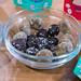 Organic Snacks - Super Balls Energy Balls verschiedene Sorten in einer Glasschale zum Probieren