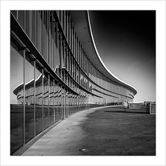 Dresde (ximo rosell) Tags: bn blackandwhite buildings arquitectura architecture abstract abstracció alemania llum luz light people squares