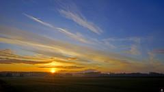 PAYSAGES DE PICARDIE 378 (aittouarsalain) Tags: picardie paysage landscape champ campagne aube levant aurore soleil brume nuages automne