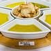 Verschiedene Olivenöle mit Brot zum Probieren