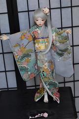 Handmade purple kimono and gold obi. (Bright Wish Kanzashi) Tags: dollmore seola doll dollmoremodeldollseola bjd handmadebyme handmadekimonoandobi tsumamikanzashi tsumamizaiku asian つまみ細工 正絹 手作り着物セット ドール用 ドール髪飾り ドール着物