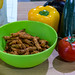 Guzmans Guzinos Gebackene Gemüsesticks Paprika zum Probieren in einer Schale