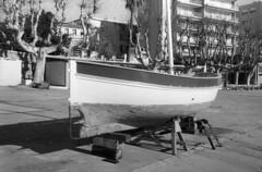 9415.boat (Greg.photographie) Tags: canon eos eos1n analog film voigtlander ultron 40mm f2 foma fomapan 100 r09 standdev stand noiretblanc bw blackandwhite