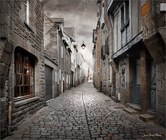 Dinan (Jean-Michel Priaux) Tags: dinan bretagne france village city street way pathway patrimony scary scare blackandwhite sepia terrific surr unreal anotherworld medieval priaux rock windows square lonesome lonely alone olivertwist stoty