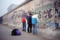 Berlin 1989 (denismartin) Tags: berlin berlin1989 berlinermauer murdeberlin berlinwall 1989 deutschland allemagne germany denismartin mauerfall2019 mauerfall argenticpic minoltax500 polenmarkt marchépolonais market history analogphotography journalism