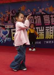 Little Minx on a Grand Stage (Wolfgang Bazer) Tags: kleines luder little minx auf groser bühne grand stage jinzhai lu hefei anhui china girl girls mädchen