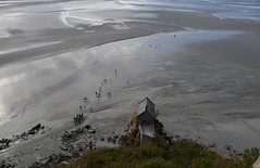 in the mud (Gio_MArt) Tags: montsaintmichel france viaggio travel outdoor traveling francia water ocean sand people