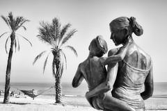 (Sol Def) Tags: blancoynegro bn playa escultura alicante bw
