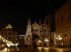 Venezia la bella di notte e dell'incanto... (hmeyvalian) Tags: piazzettasanmarco basilica i'domori' torredell'orologio palazzoducale basiliquesaintmarc palaisdesdoges latourdel'horloge tourdesmaures stmarkssquare thepiazzetta littlepiazzasquare basilicaofsaintmark clocktower dogespalace venezia venise venice italia italie italy canoneosm5 efm18150mmf3563isstm iso100 f52 32sec 39mm