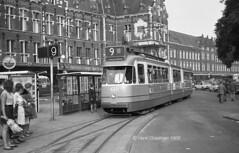 Zeg het met bloemen (railfan3) Tags: amsterdamsetrams amsterdamtrams amsterdam centraalstation tramlijn9 gvb gemeentevervoersbedrijf gvb633 openbaarvervoer publictransport tramhalte amsterdamse amsterdams amsterdamsetram grijzetrams 3ggeledetrams 601634 beijnestrams vintagetrams retrotrams oldtimers oldtrams oudetrams oudewagens trams1969 greytrams trams trolleys tramcars tram tramway triebwagen gt8 gelenktriebwagen trammetjes trammaterieel tramstellen tramvoertuigen tramverkeer tramstramlijnen streetcars strassenbahnwagen strasenbahn streetscene nederlandsetrams