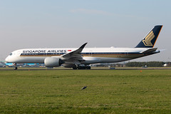 9V-SMK, Airbus A350-941, Singapore Airlines (Freek Blokzijl) Tags: 9vsmk airbus airbusa350 a350941 widebody singaporeairlines departure vertrek aalsmeerbaan runway lineup taxien amsterdamairport schiphol eham ams haarlemmermeer planespotting vliegtuigspotten spottinglocation canon eos7dmk2 70200f28isusm herfst autumn november2019