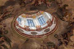 Das Loch in der Kuppel (ulrichcziollek) Tags: österreich wien kirche karlskirche deckengewölbe tambour barock fresken