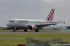 Volotea Airbus A319 EC-MUC touching down on RWY34 Cork (James O' Sullivan) Tags: corkairport volotea airbus a319 aviation aviationphotography avgeek airline aviationphoto photography photo flickr flickrexplore flickrphoto canon canonphoto canonphotography canonaviation explore ireland