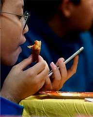 Multi-Tasking - Phone, Food and Focus (Fojo1) Tags: candidphotography selectivefocus