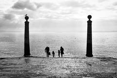 FAMILY AFFAIRS (bhs-photo) Tags: bw noiretblanc schwarzweis monochrome lisbon lisboa tejo street silhouettes minimal magicmoments