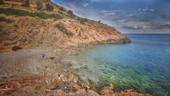 (294/19) Jugando con Red (Pablo Arias) Tags: pabloarias photoshop nx2 cielo nubes paisaje cala arena mar agua mediterráneo roca perro persona tíoximo benidorm alicante