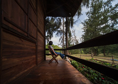 The lounge house (Cadicxv8) Tags: house cabin wooden travel girl people wideangle laowa