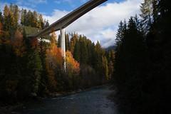 Punt d'En (Innbrücke Scuol-Vulpera) (Toni_V) Tags: m2402672 rangefinder digitalrangefinder messsucher leicam leica mp toniv typ240 type240 35lux 35mmf14asphfle summiluxm hiking wanderung randonnée escursione scuoltarasp innbrücke puntden inn en bridge brücke architecture architektur unterengadin engiadinabassa engadin graubünden grisons grischun herbst autumn switzerland schweiz suisse svizzera svizra europe ©toniv 2019 191102 scuolvulpera
