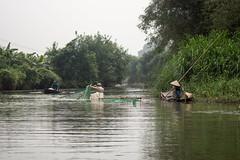 Pescando (rraass70) Tags: canon d700 rio agua ninbinh deltadelriorojo vietnam