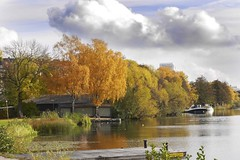 Autumn in Karlberg Solna, Sweden18/10 2019. (photoola) Tags: solna karlberg höst autumn sweden stockholm photoola colour lake bridge