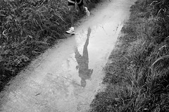 (Roberto Spagnoli) Tags: run running reflection sport countryside puddle pozzanghera acqua biancoenero blackandwhite bw campagna crosscountry corsacampestre